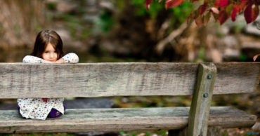 Cute Little Girl Waiting On The Bench HD Wallpaper-1600x900-cutelittlebabies.blogspot.com